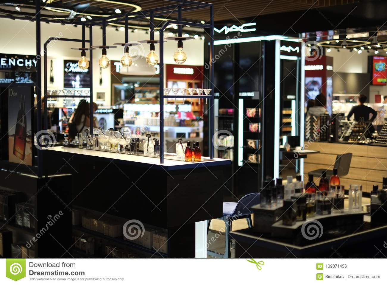 Boutique Hors Taxe ISTANBUL, TURQUIE - Octobre 2017 Photo ...