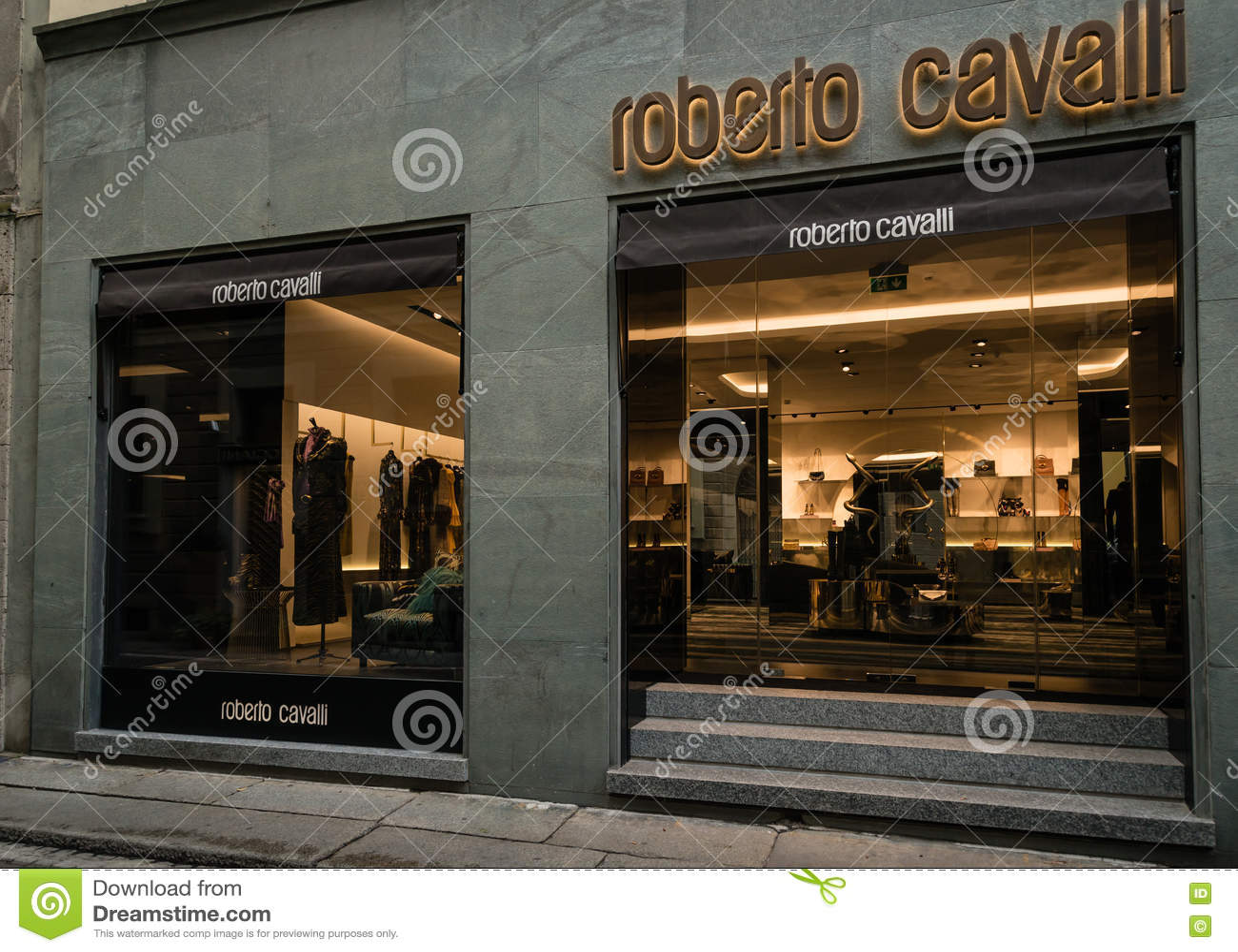 purchase cheap d27d7 734c9 Boutique Milano Di Roberto Cavalli Immagine Stock Editoriale ...