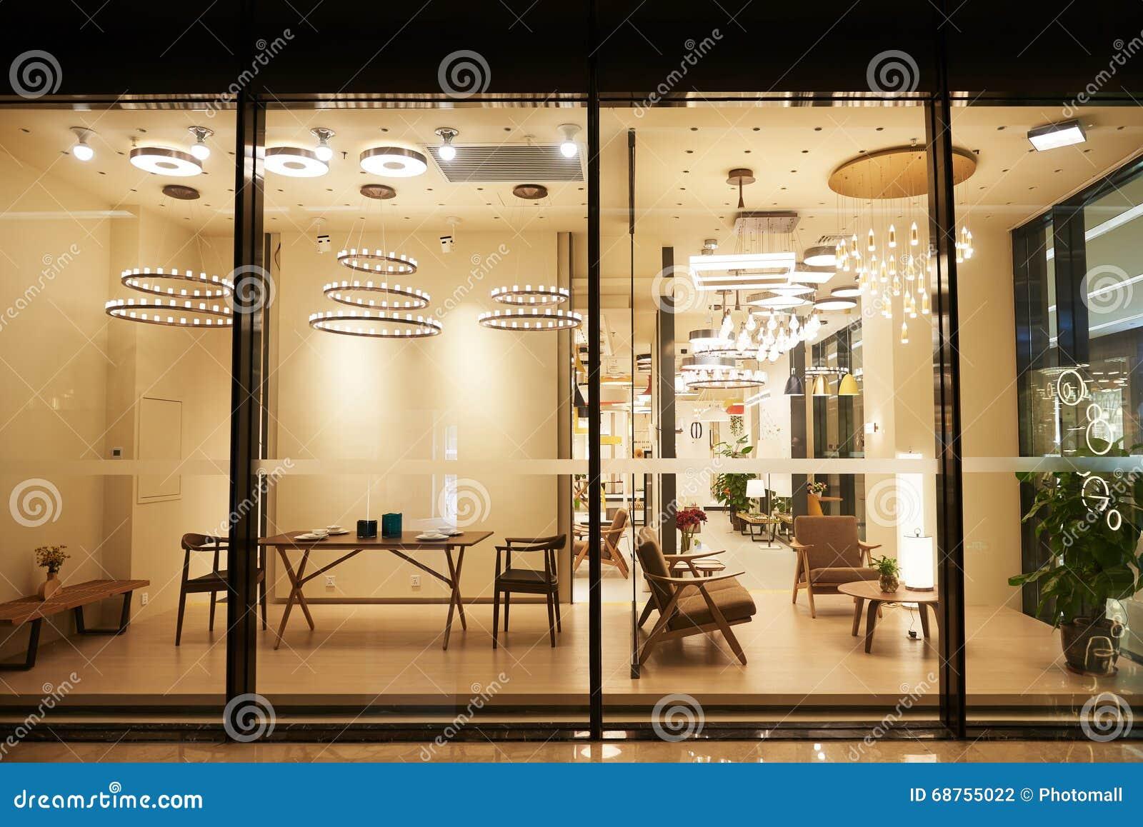 Boutique moderne de meubles d 39 clairage photo stock for Boutique de meuble