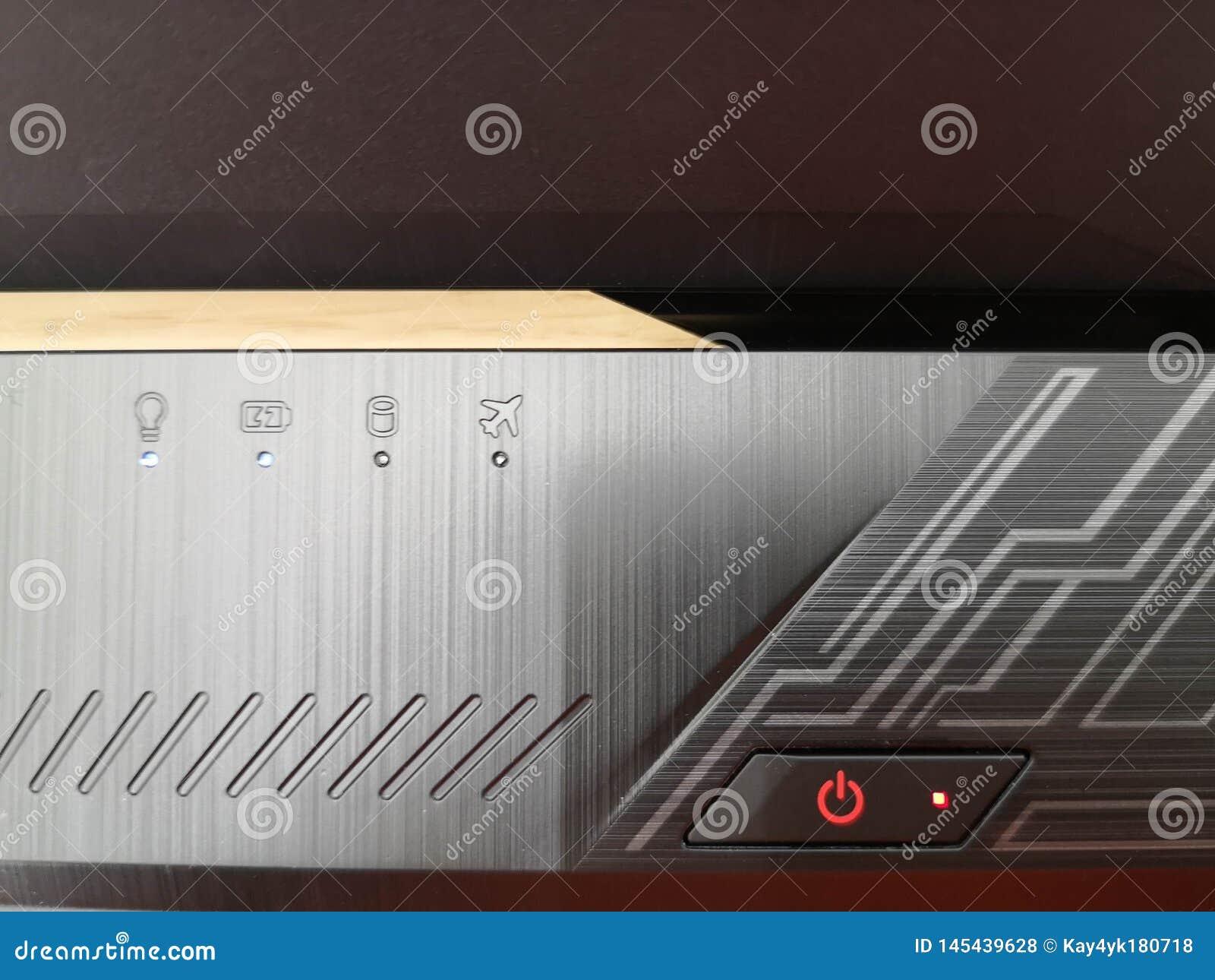 Bouton de pouvoir d ordinateur portatif Appuyez sur le bouton de puissance pour arrêter l ordinateur portable mode d auto-vol dan