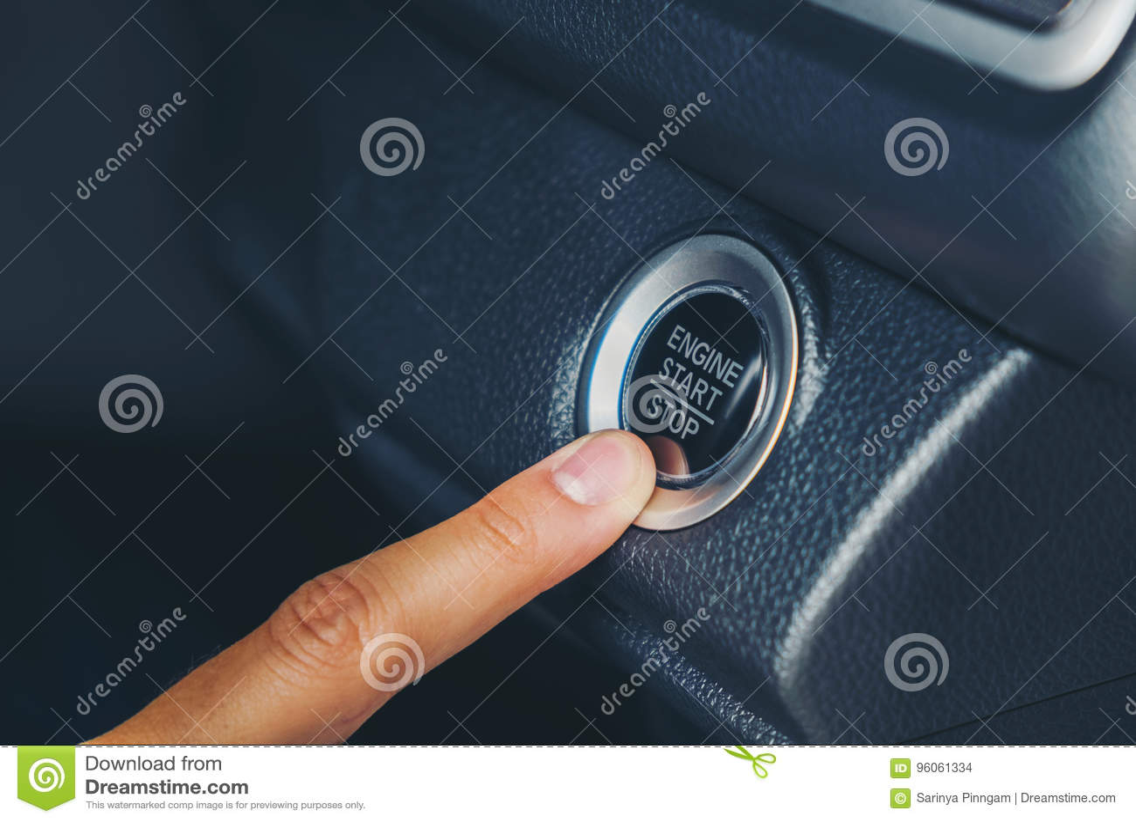 Bouton marche de moteur sur la voiture