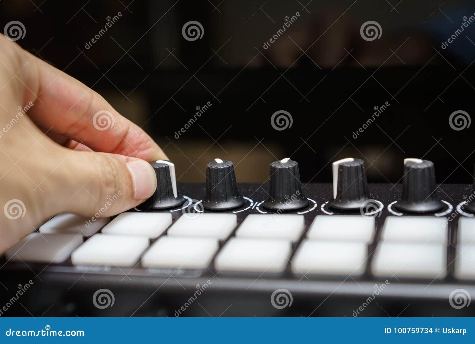 Boutons et protections de synthétiseur de clavier du MIDI