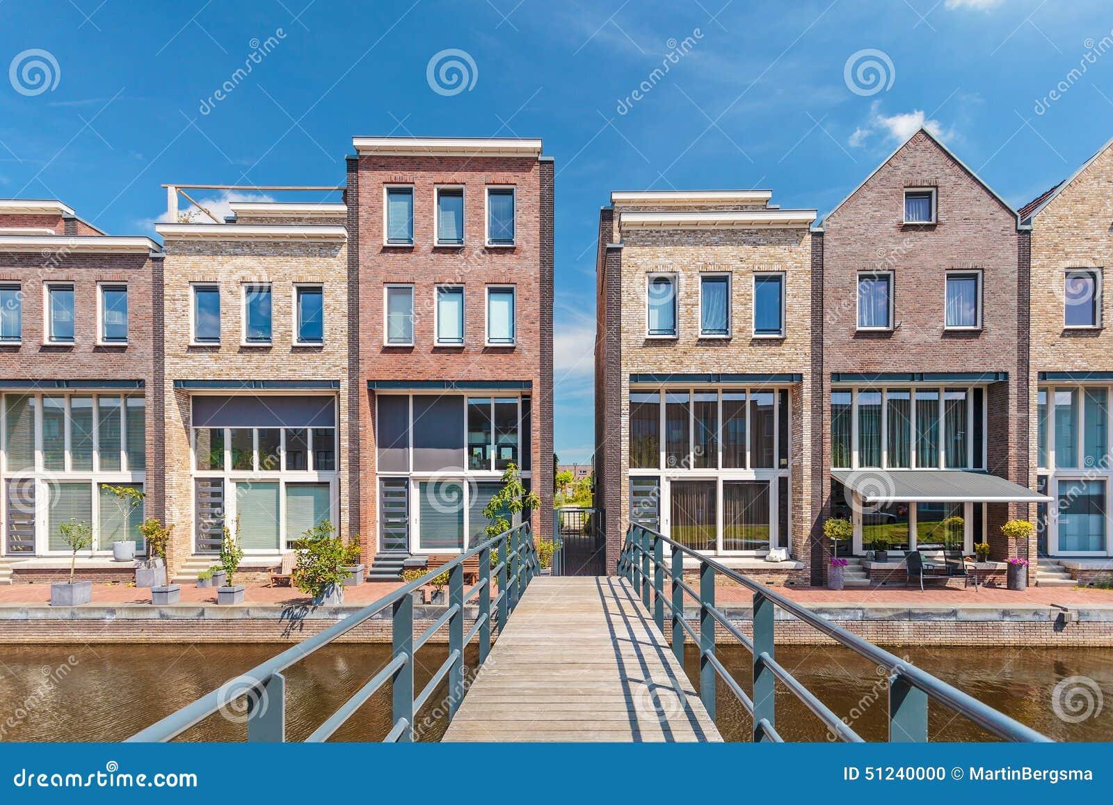 Bouw onlangs eigentijdse huizen in nederland stock foto