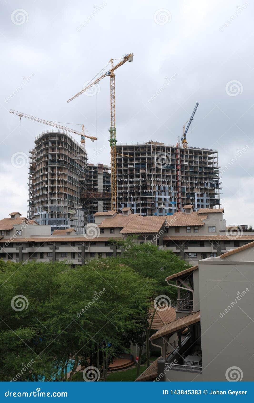 Bouw van een high-rise gebouw in Sandton, Johannesburg, Soiuth Afrika op 2 April 2019