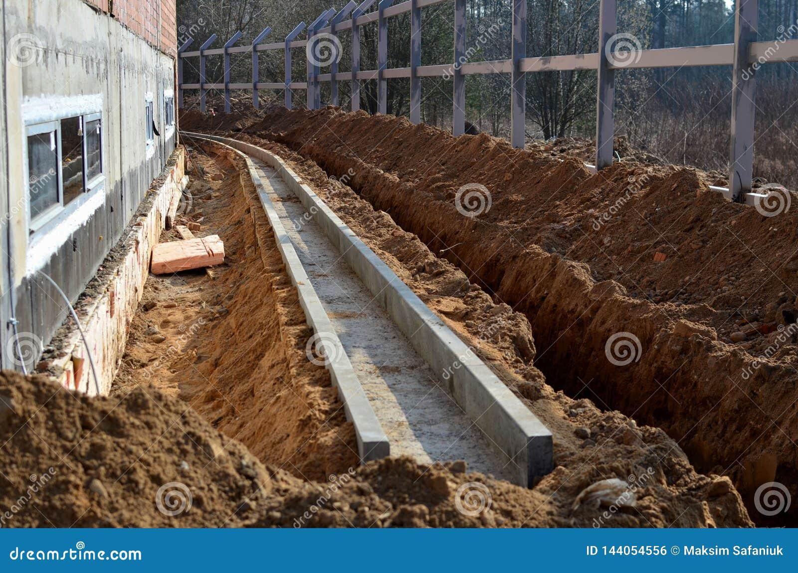 Bouwwerf, gegraven geul in de reden, tot pijp het leggen, watervoorziening en mededeling
