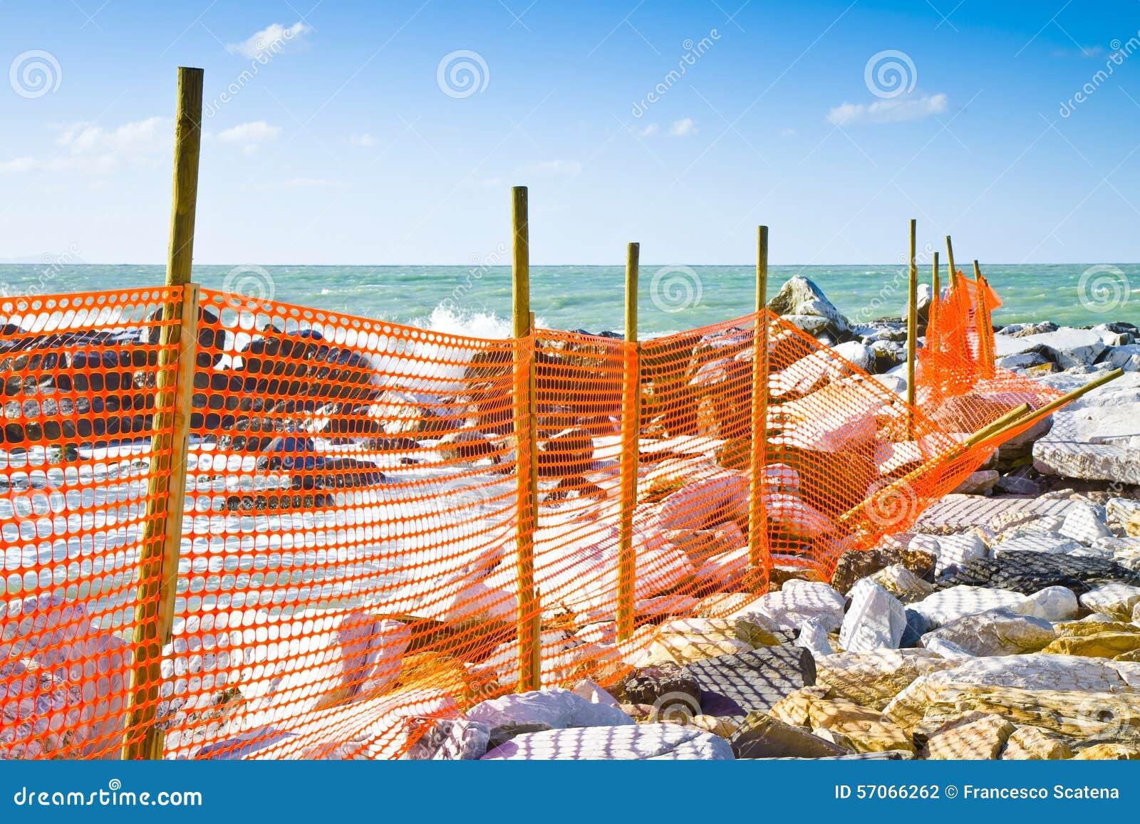 Bouwwerf met veiligheids oranje net