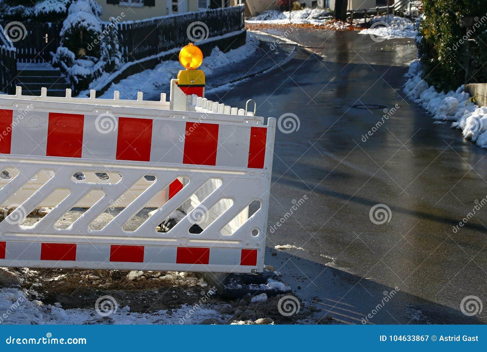 Download Bouwwerkzaamheden Op Een Straat In De Stad Stock Afbeelding - Afbeelding bestaande uit gevaar, wegwerkzaamheden: 104633867