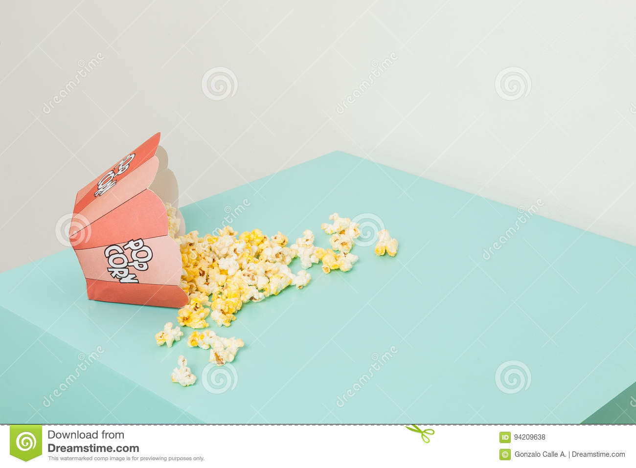 Box of two colors with popcorn