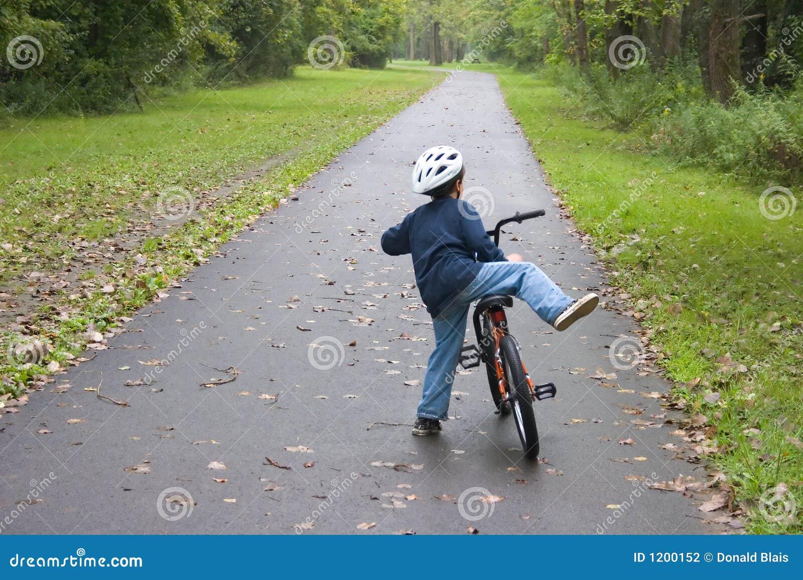 Boy Bicycling_7805-1S