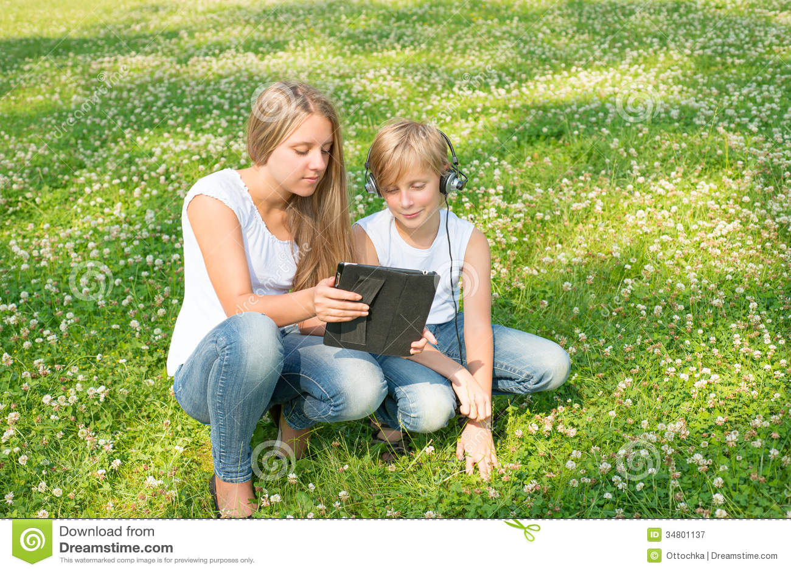 раздевание на брат карты с сестрой играют инцест в