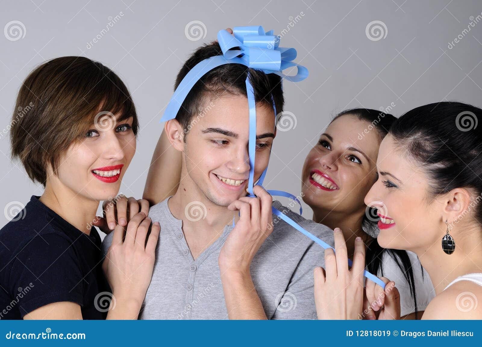 Трое девушек и парень фото фото 146-250