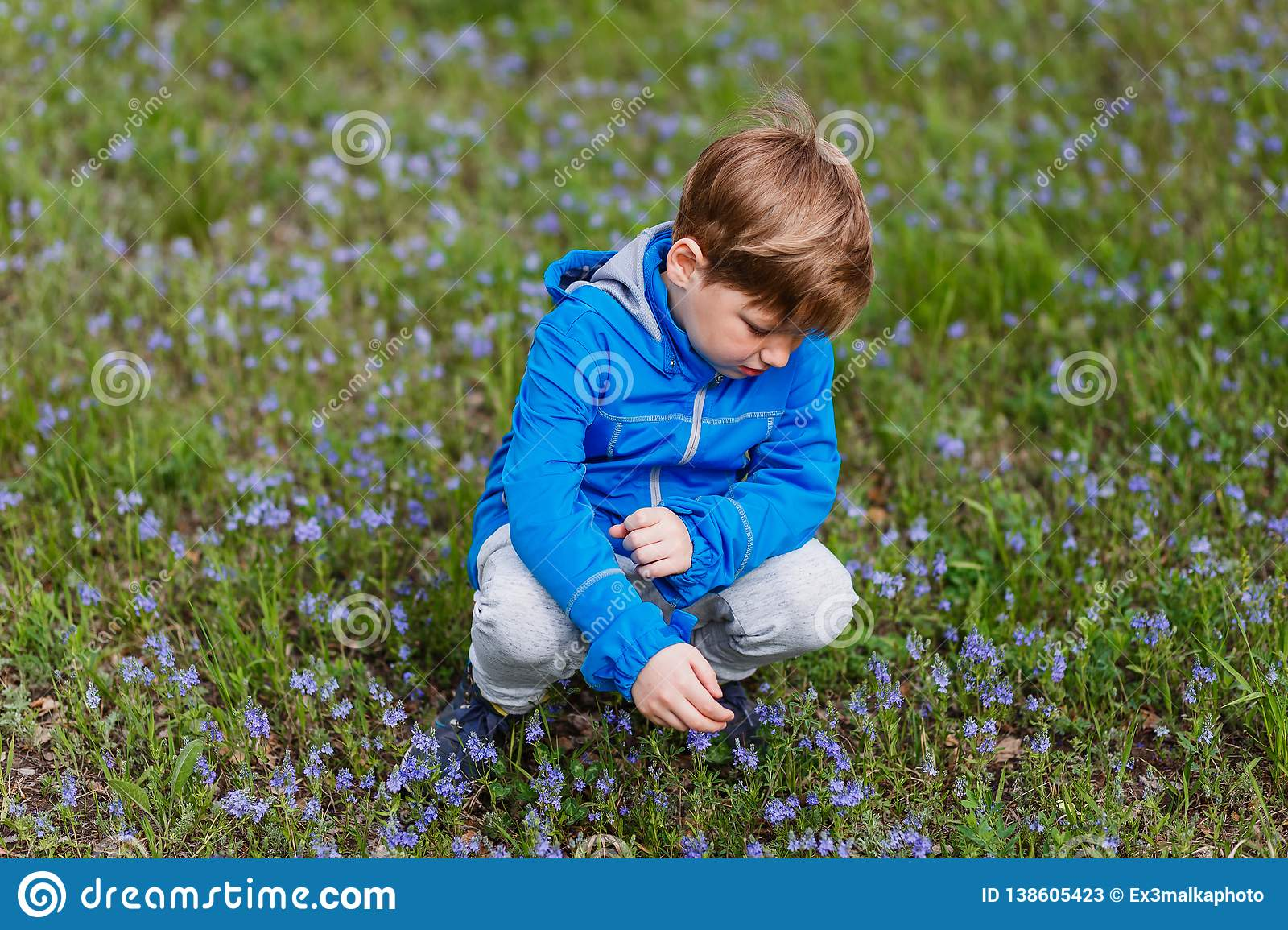 girls-singing-little-flower-in-the-meadow-exercisers-amatuer
