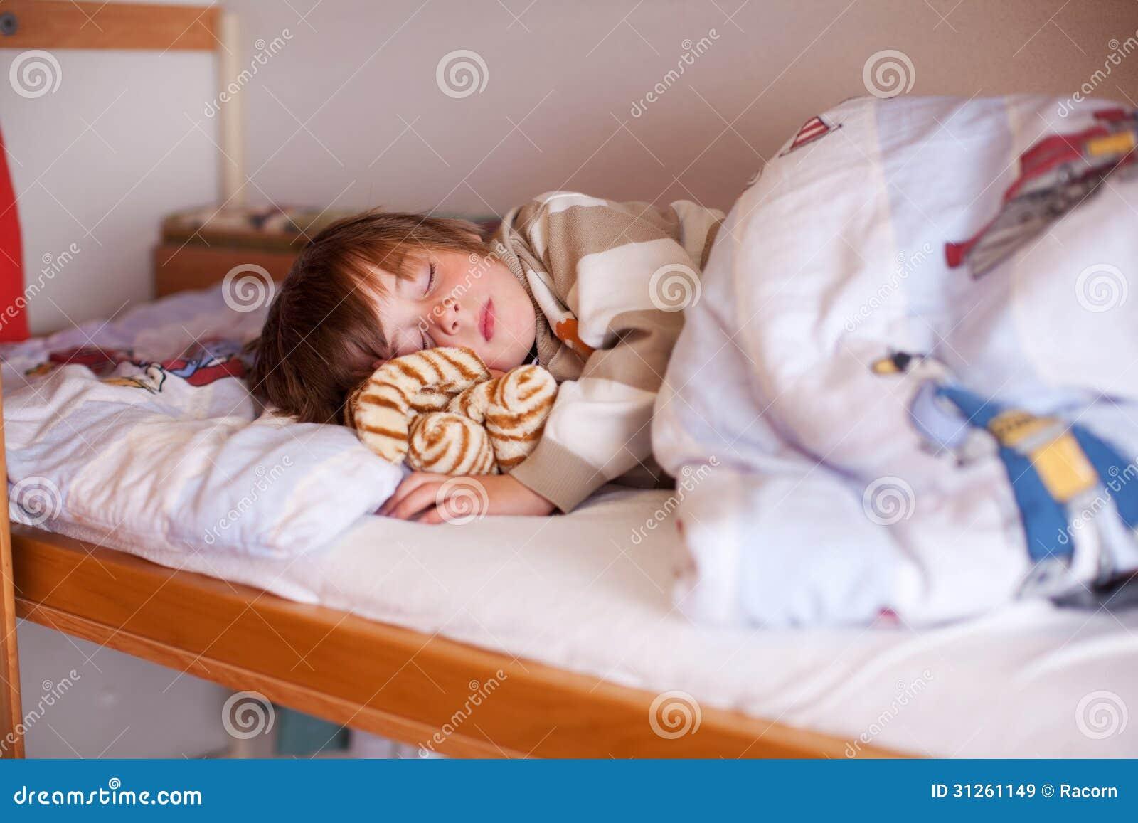 Фото дети на постели