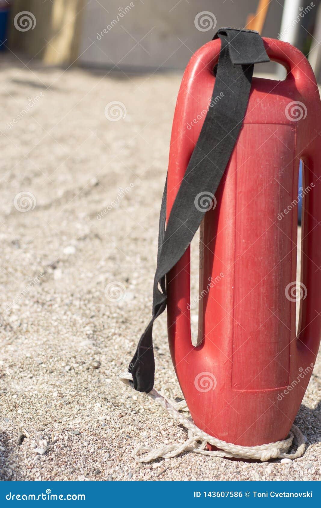 Boya plástica roja para un salvavidas