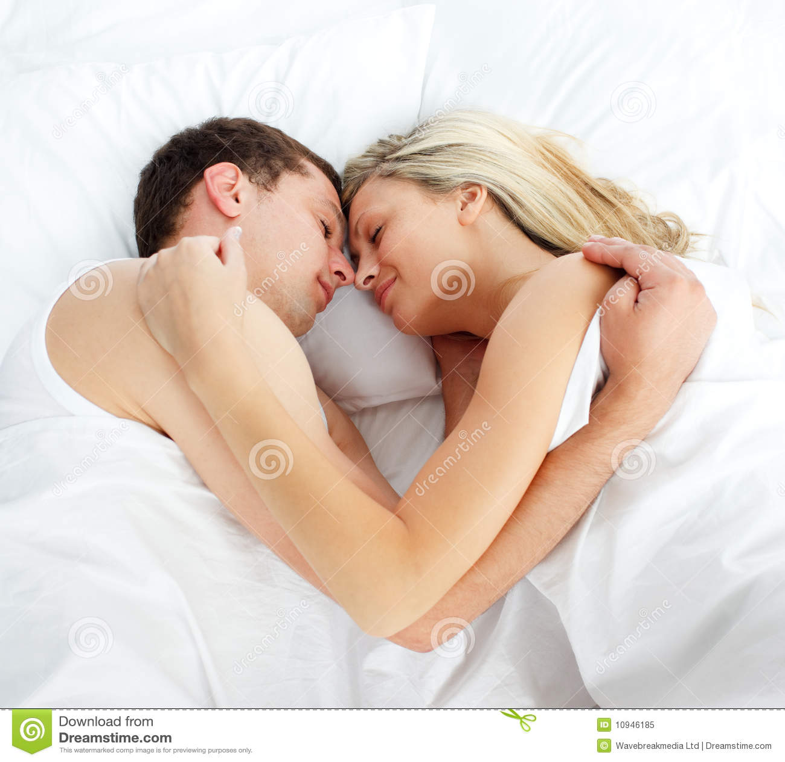 Фотки в постеле с девушкой 19 фотография