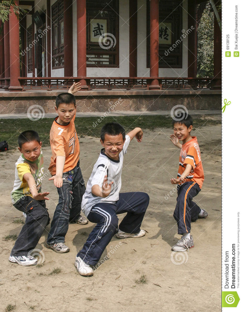 Boys Boxing In A Park Chengdu China Editorial Image Image Of  # Bois En Chaene