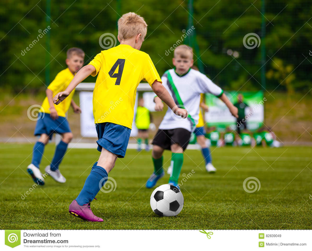a description of children in competitive sports at a young age Should children play competitive sports in articles by australian sports camps april 11, 2017 there has been a lot of debate about whether playing competitive sports is positive or negative for young children.