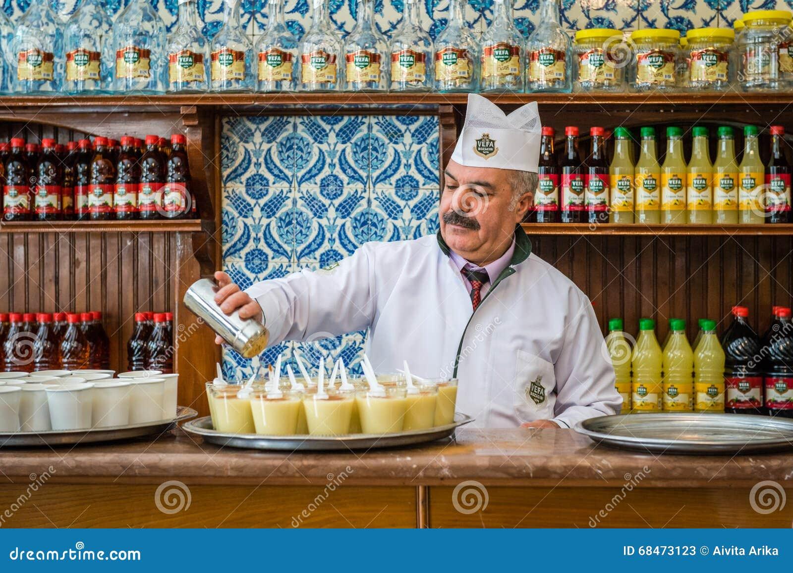Boza-Verkäufer In Istanbul, Die Türkei Redaktionelles Stockfoto ...