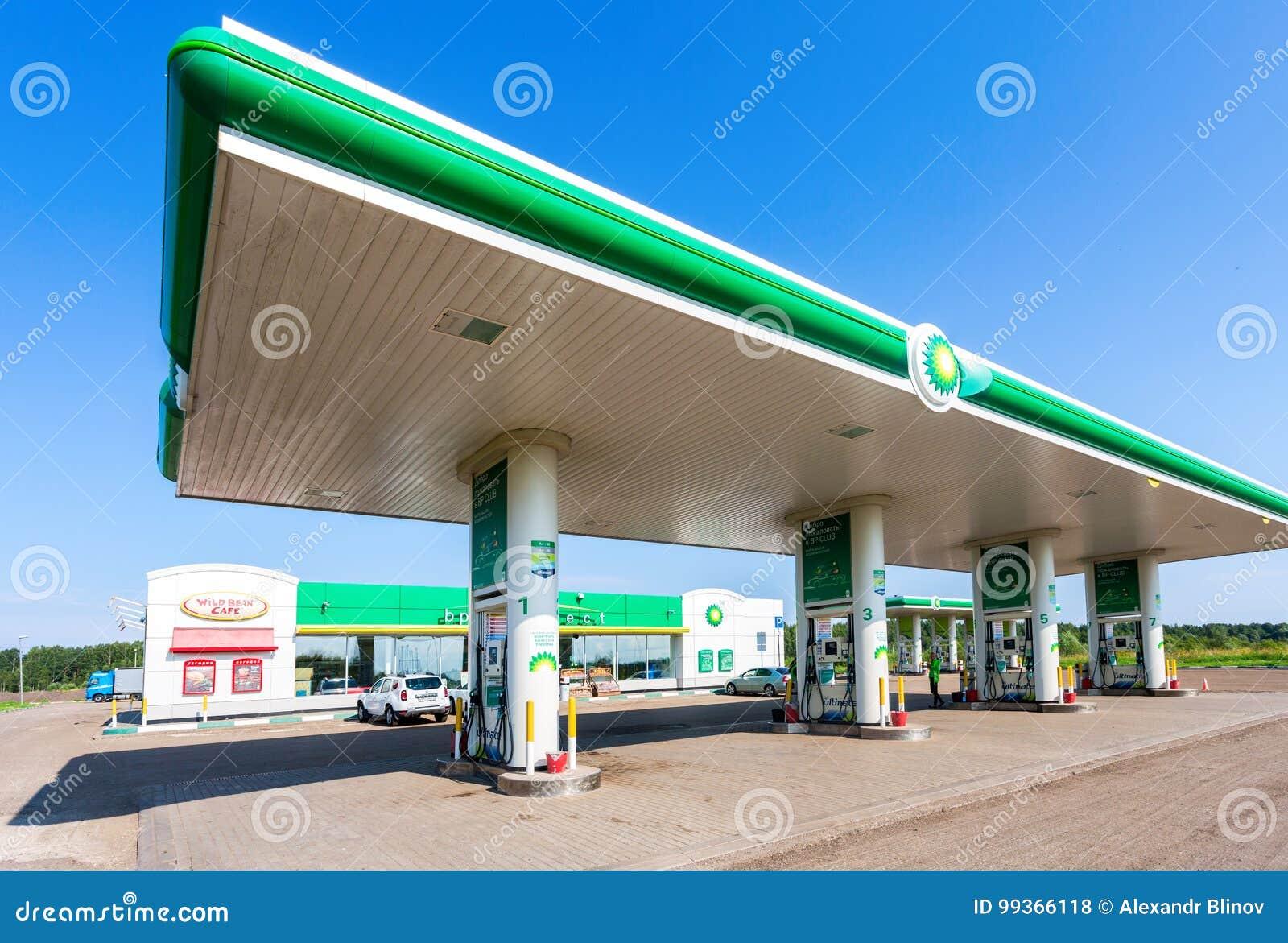BP或英国石油加油站在夏日编辑类...