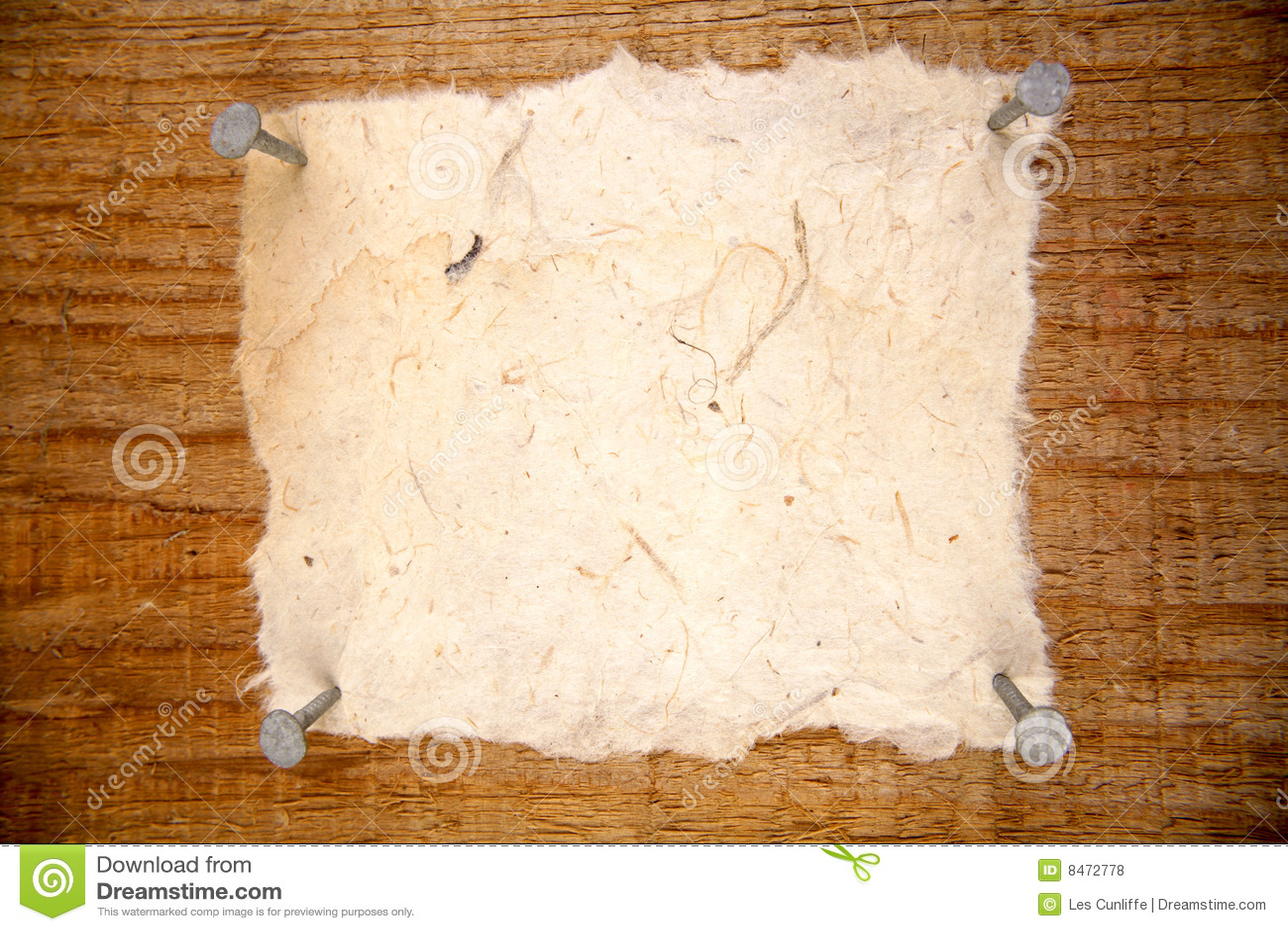 Bräde spikat papper till