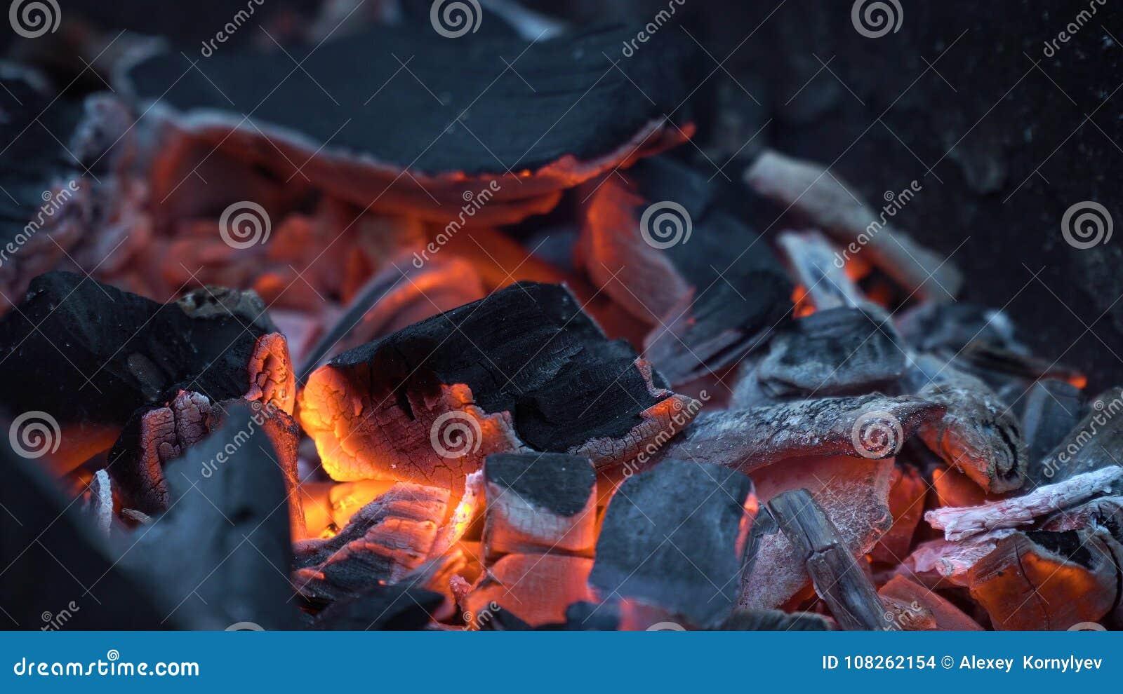Bränner till kol varm red