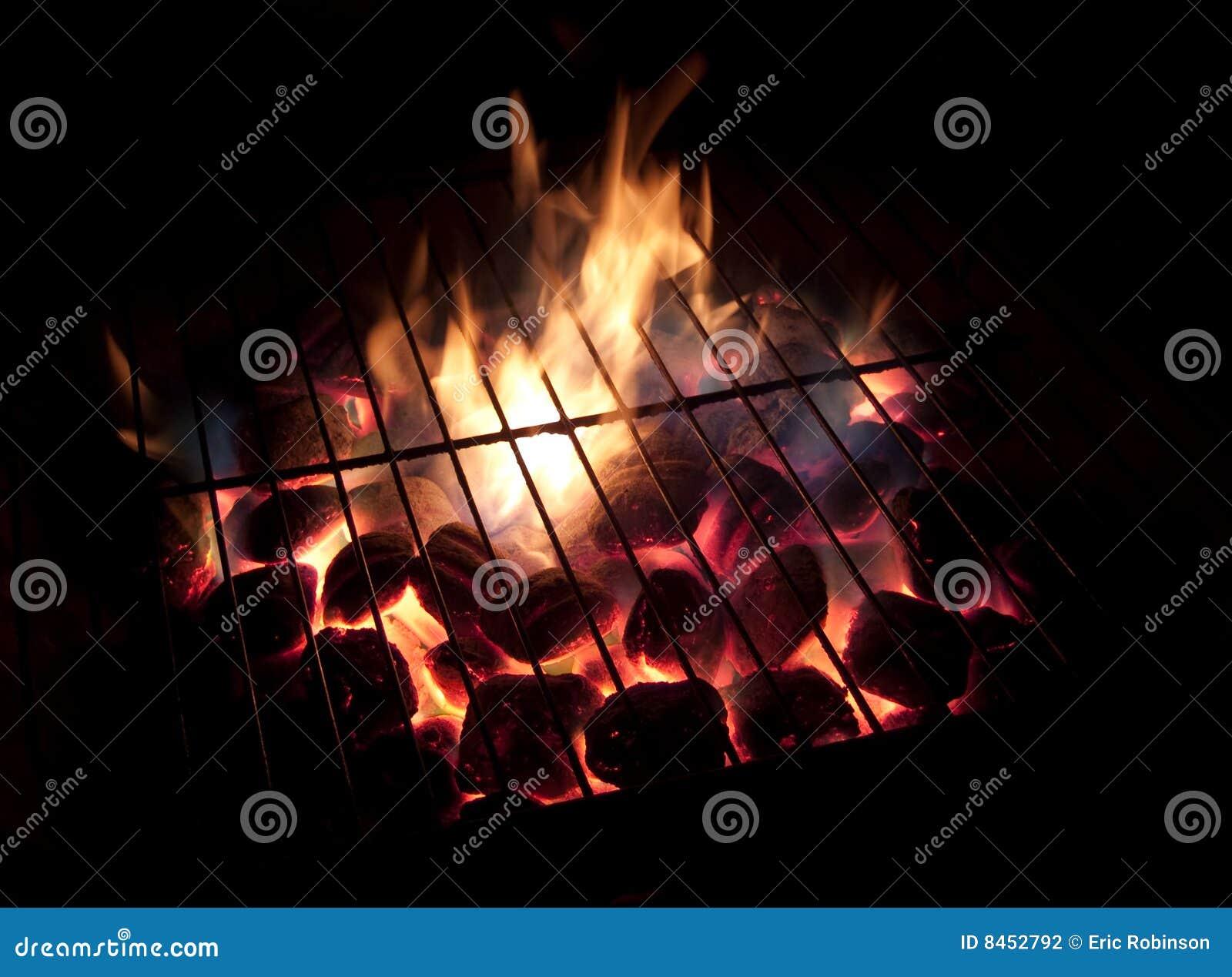 Bränner till kol varmt långt för exponering