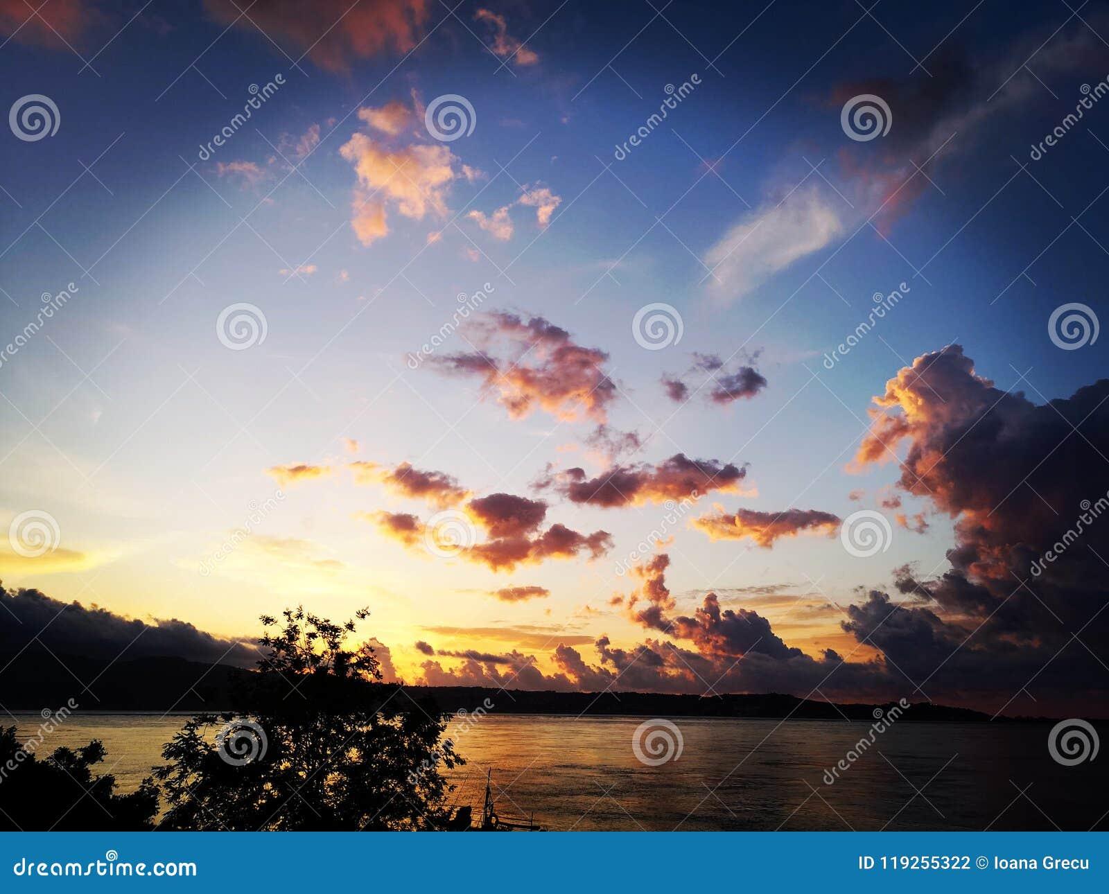 Brännhet solnedgång