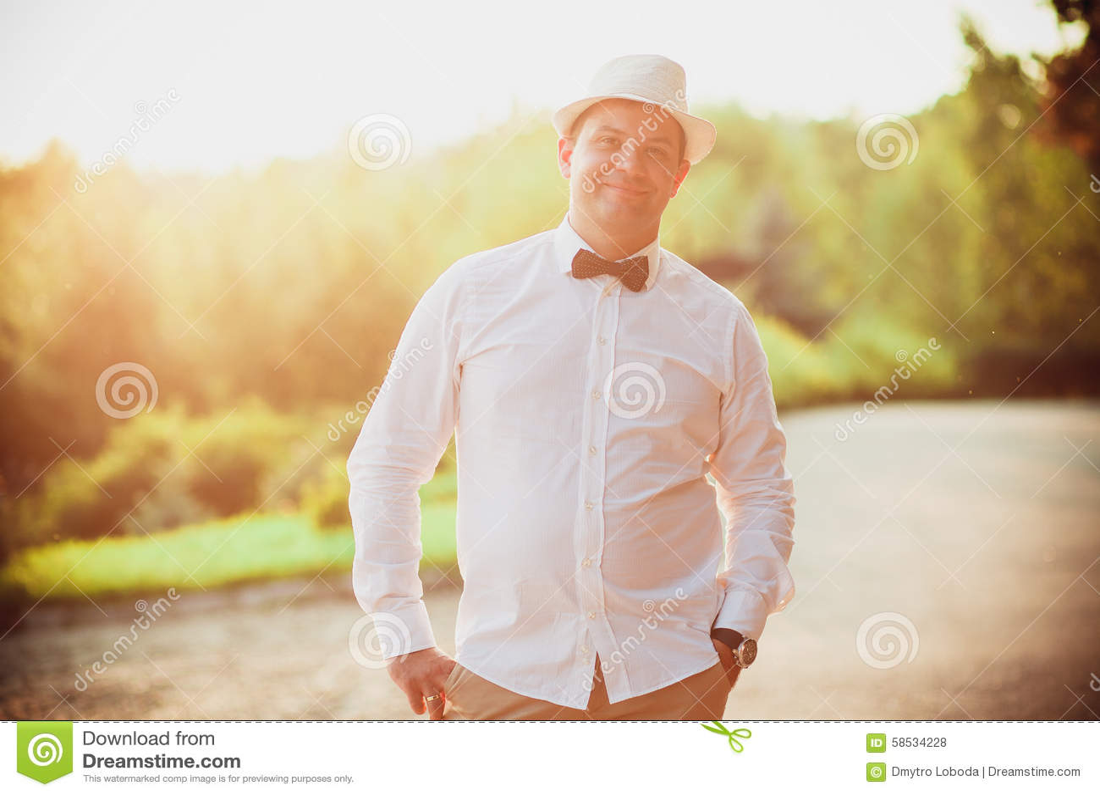 Brautigam Im Hut Stockfoto Bild Von Lacheln Ehemann 58534228