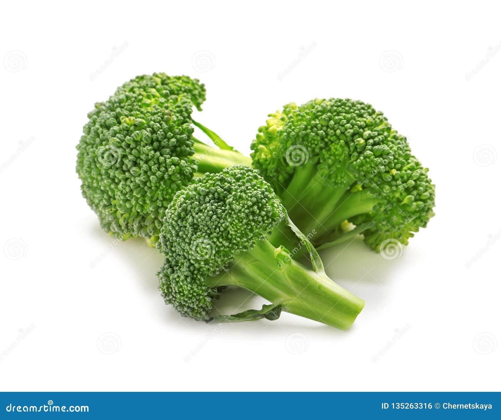 Bróculi fresco en el fondo blanco Alto natural de la comida