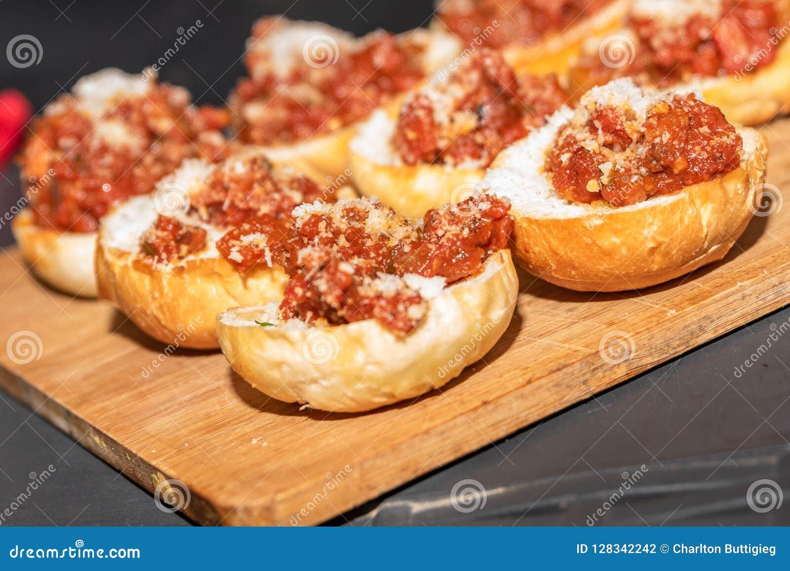 Bröd med tomater