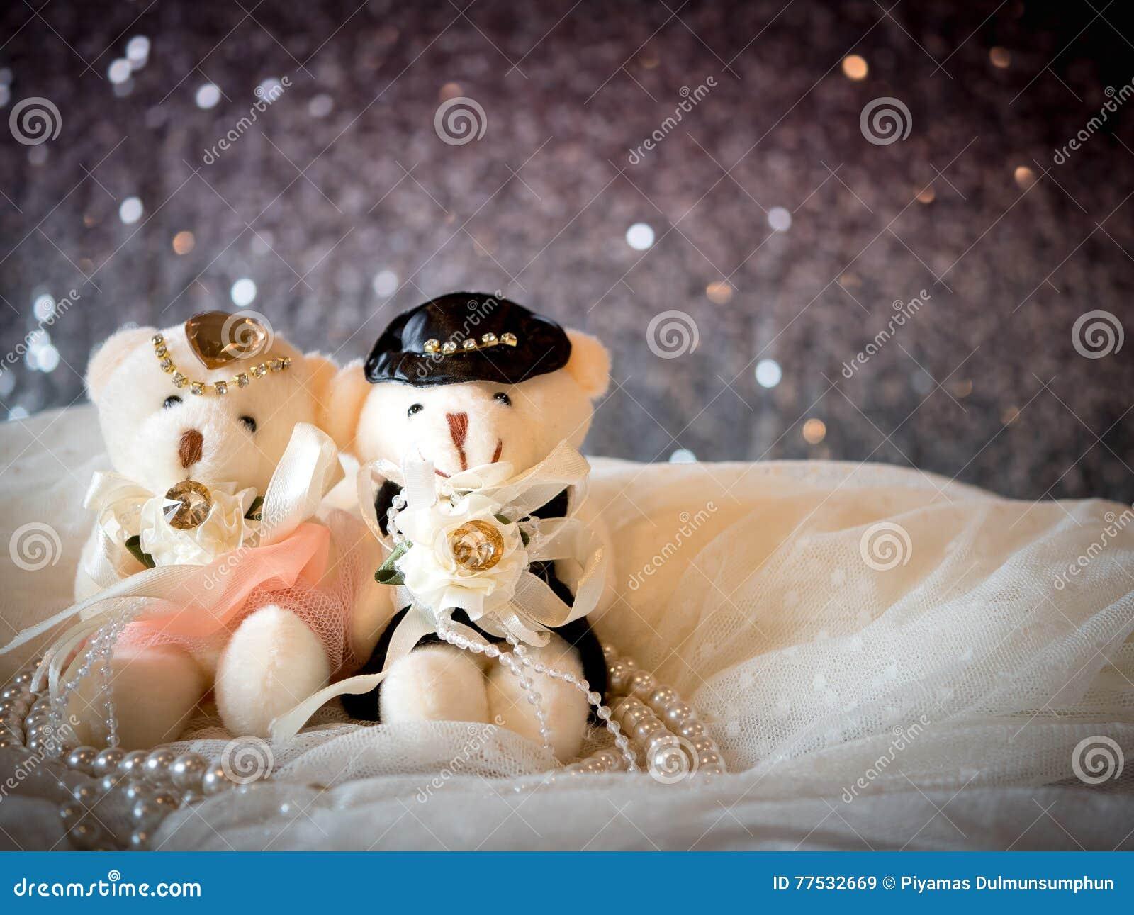 Bröllopbegrepp: Par Teddy Bears i bröllopsklänning
