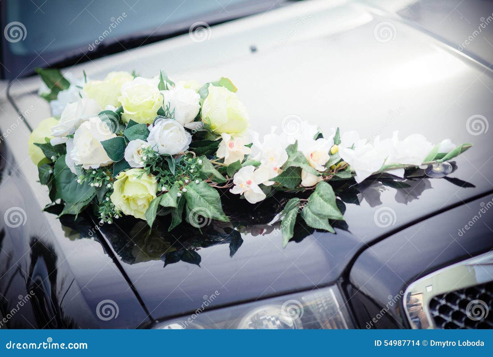 Bröllopcortegen, levererar brudgummen och bruden till bröllopplatsen