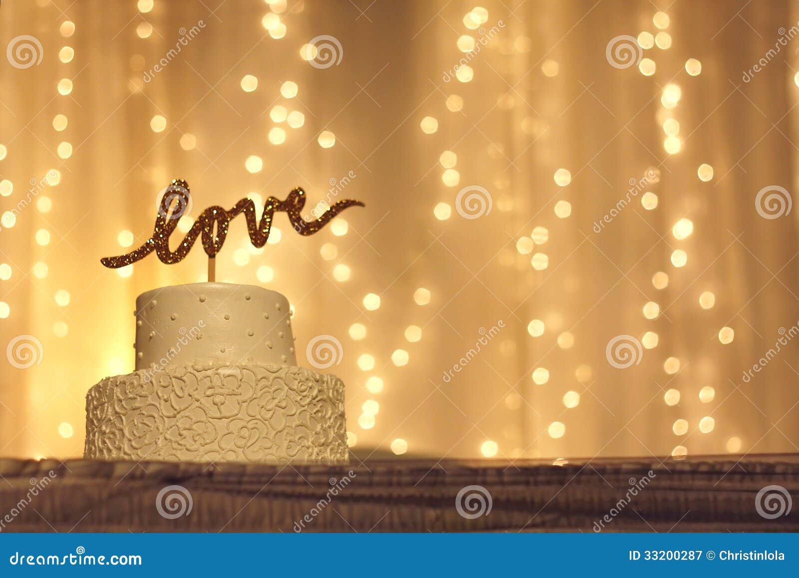 Bröllopstårta med FÖRÄLSKELSEtopperen
