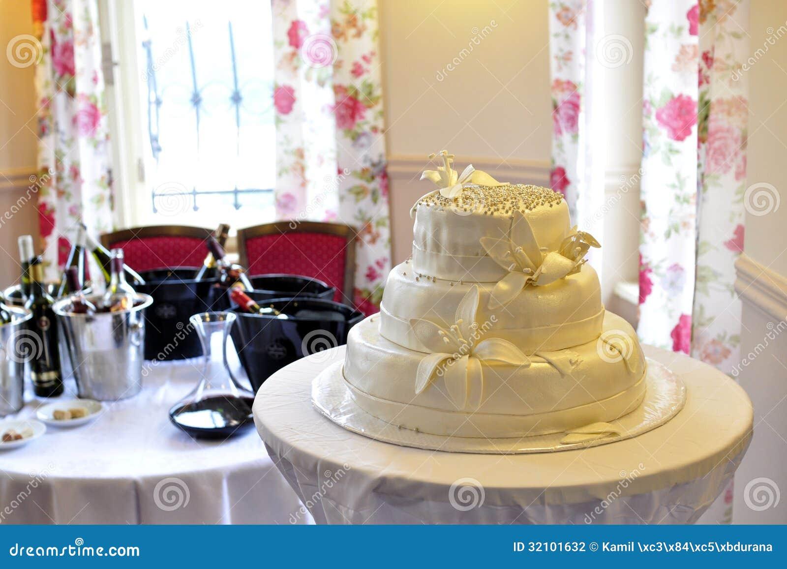 Bröllopstårtaflaskor av vin