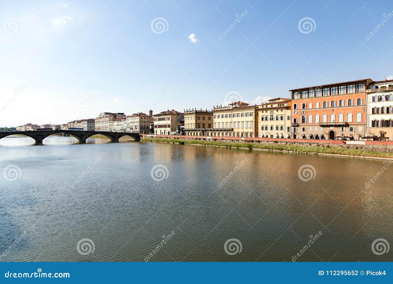Brücke über Arno River in Florenz, Italien