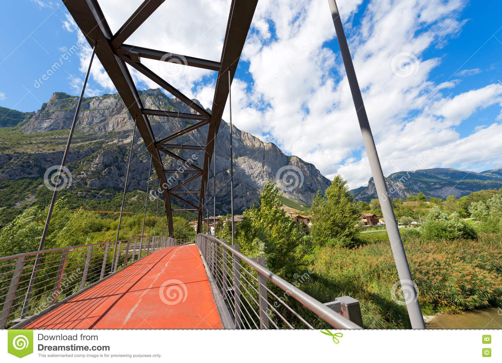 Brücke über Sarca-Fluss- Trentino Italien