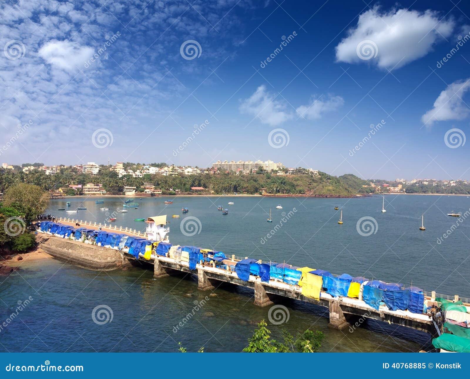 Brücke auf dem Dona Paula-Kap goa