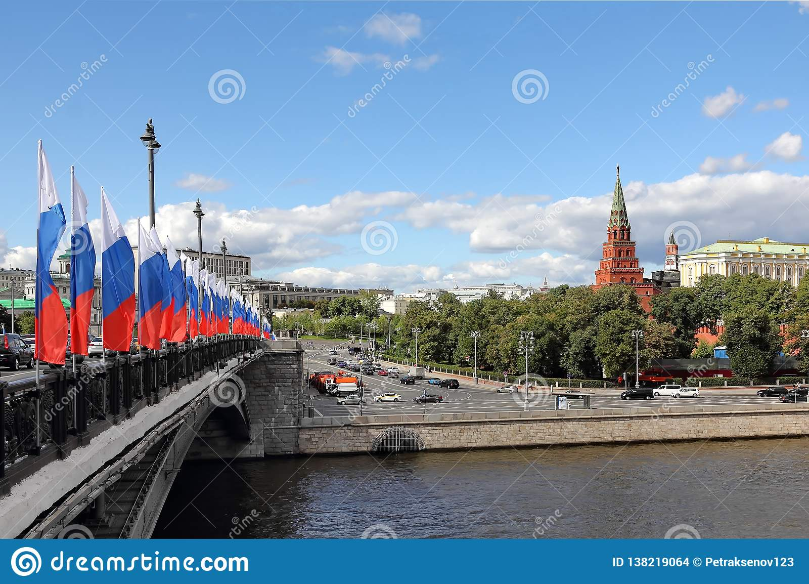 Brücke Bolshoy Kamenny, Moskau-Fluss und Moskau der Kreml