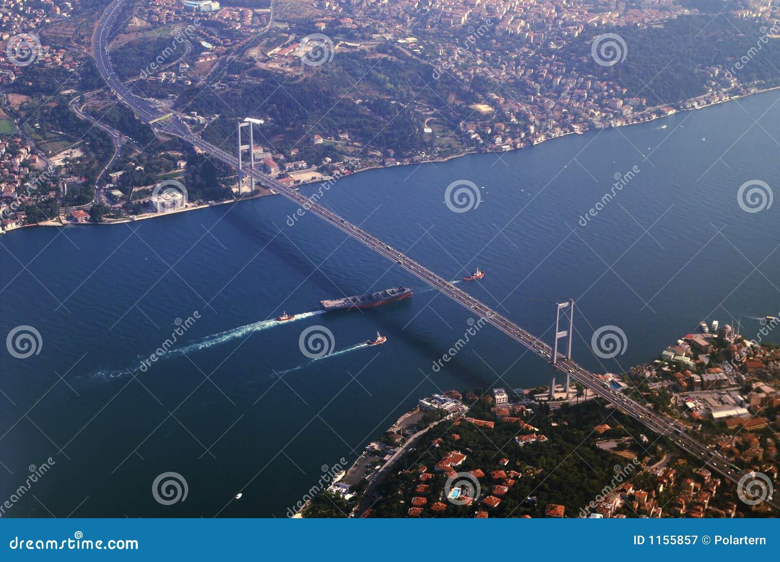 Brücke, die Asien und Europa anschließt