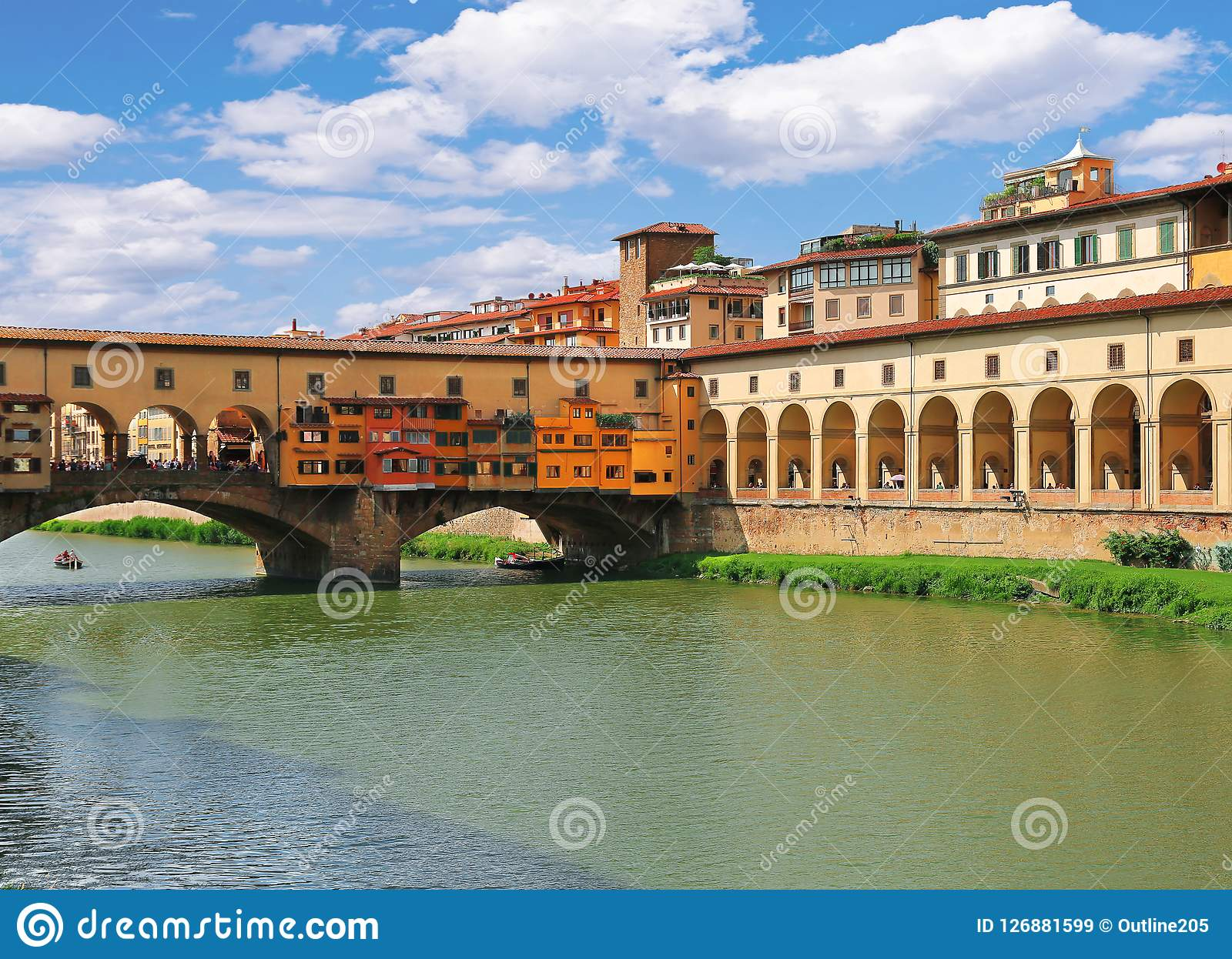 Brücke Ponte Vecchio und Korridor Corridoio Vasariano Vasari in Florenz, Italien