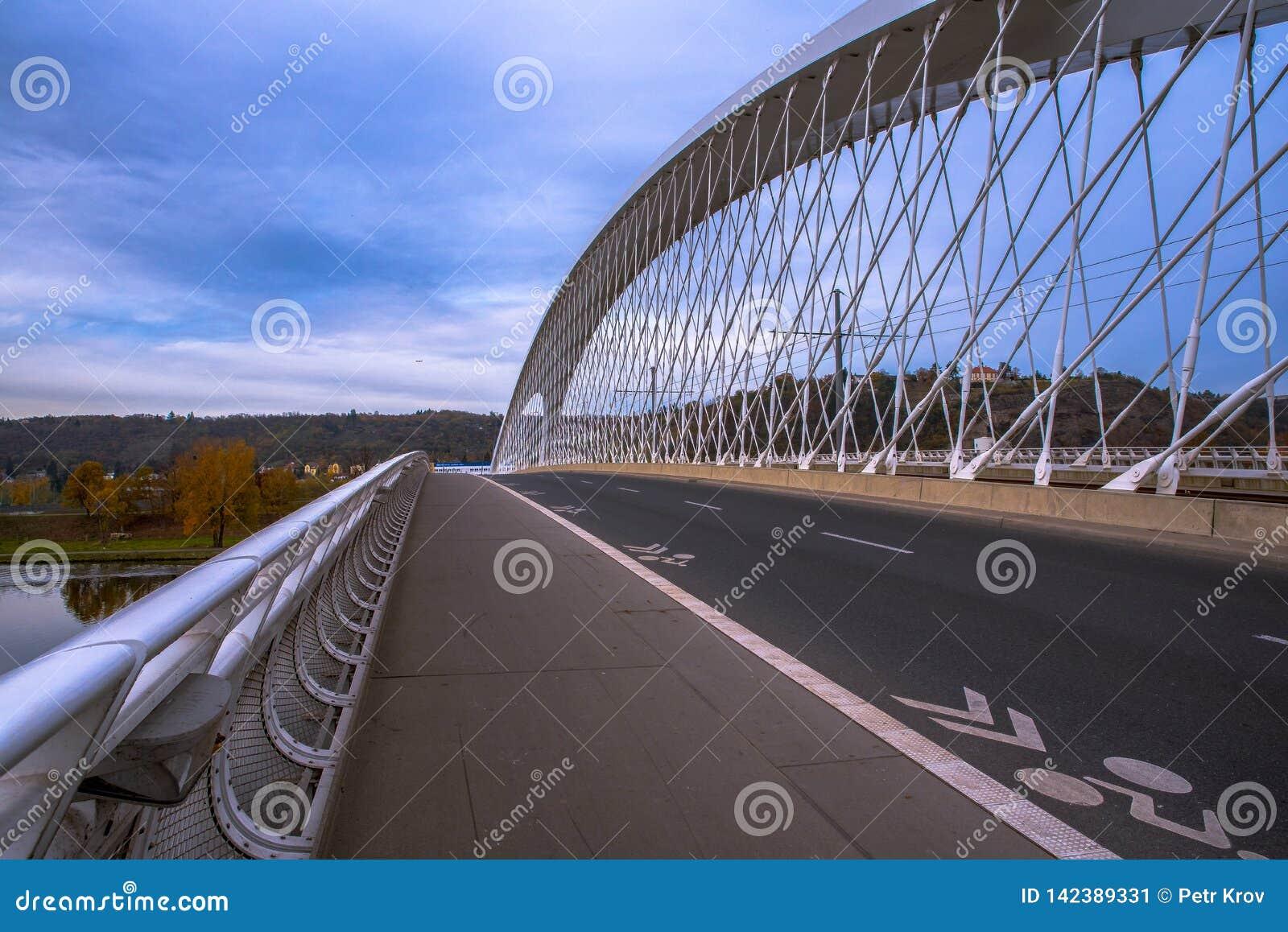 Brücke Prags Holesovice