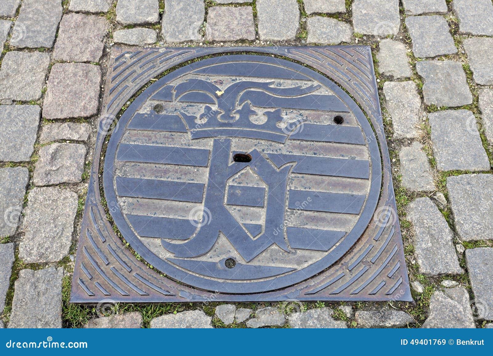 Download Brügge-Emblem Auf Kanaldeckel Stockbild - Bild von flämisch, ziegelstein: 49401769