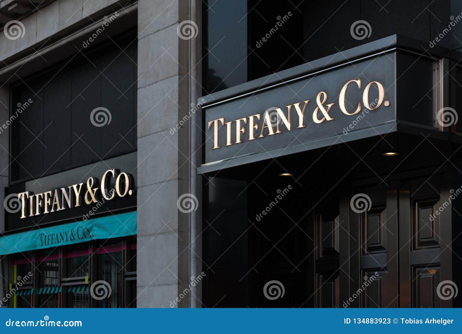 Brüssel, Brüssel/Belgien - 13 12 18: tiffany u. Co unterzeichnen Sie herein Brüssel Belgien
