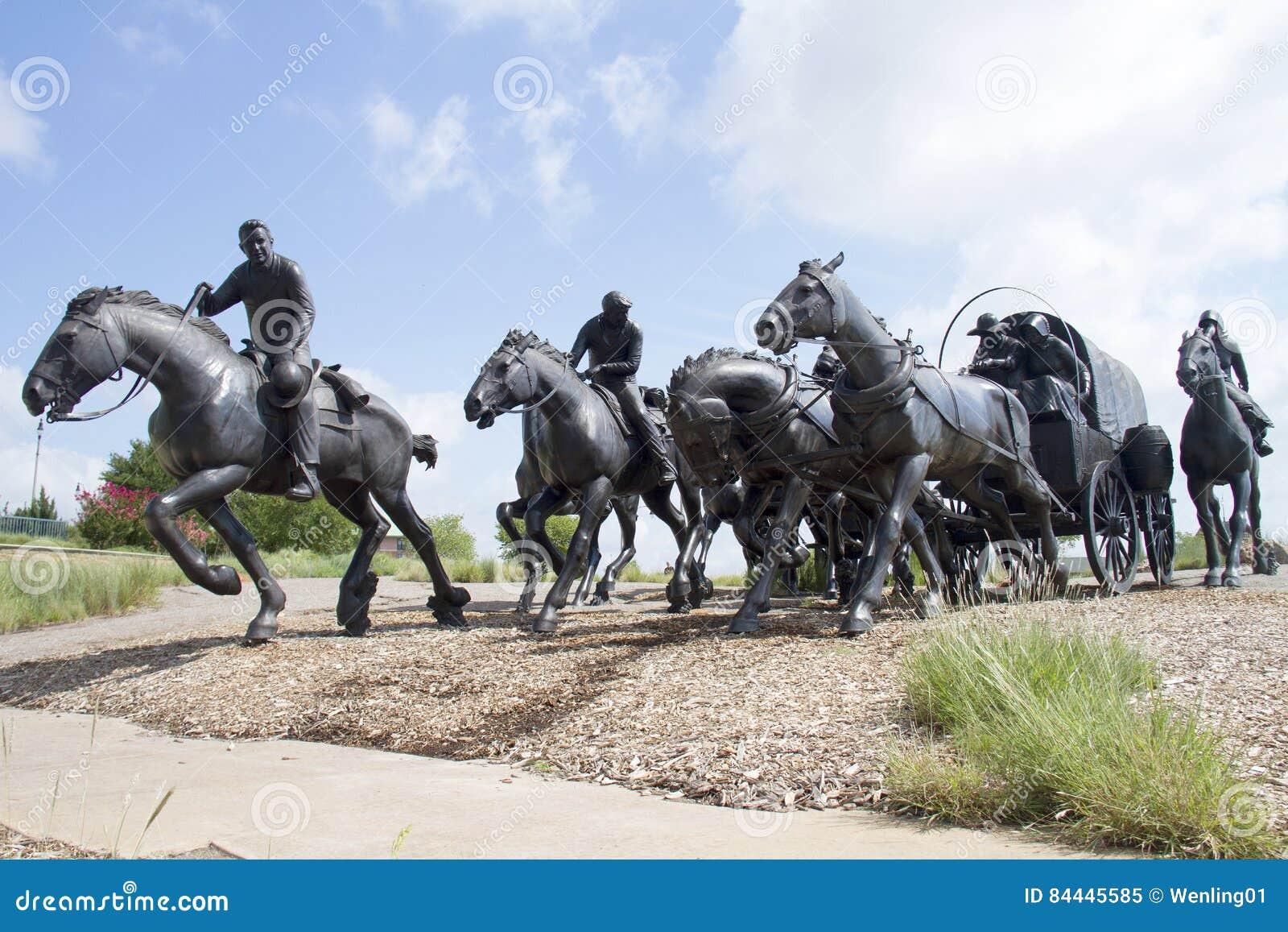 Brązowa rzeźba w nowożytnym mieście Oklahoma