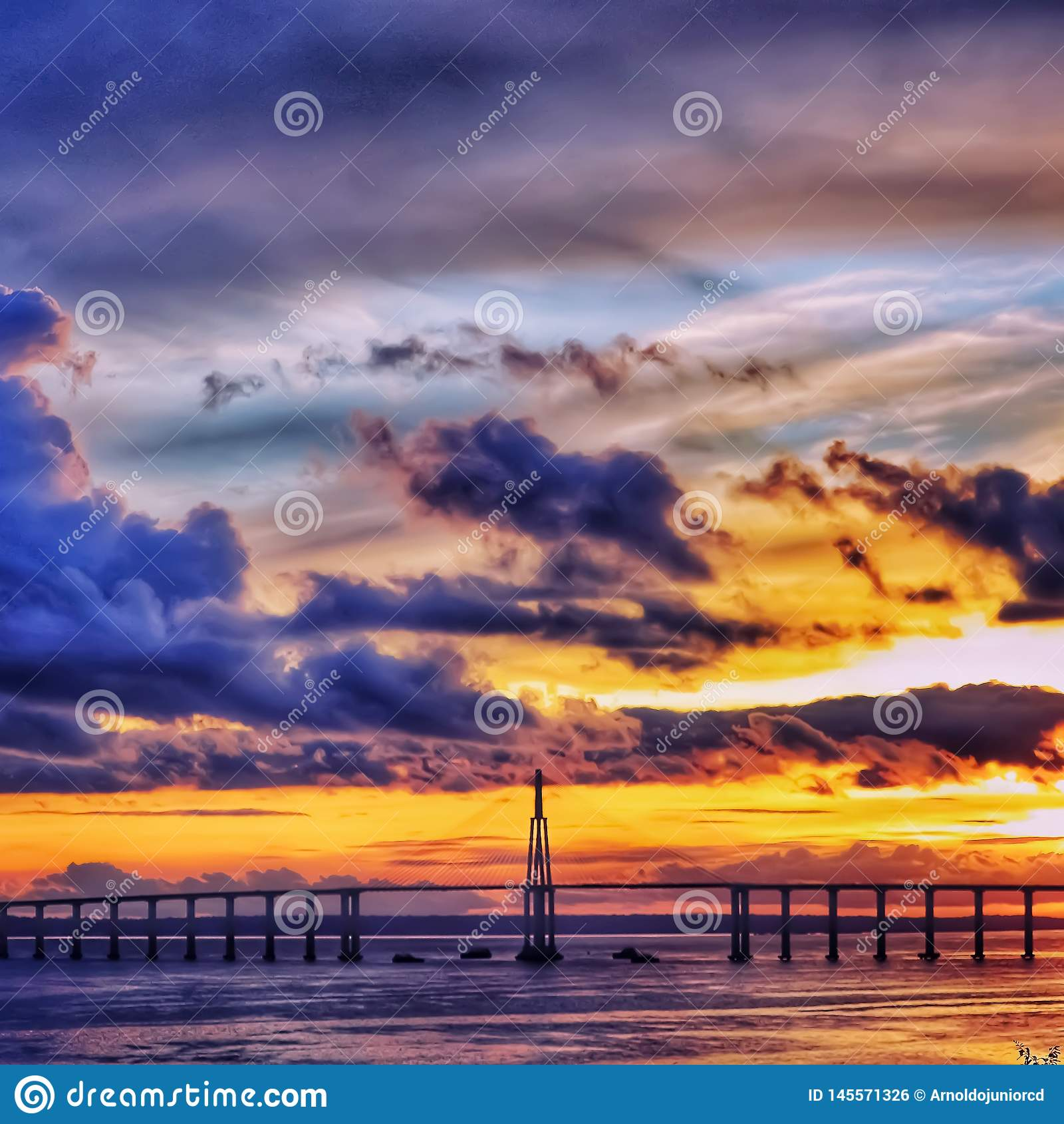 Br?cke und Sonnenuntergang