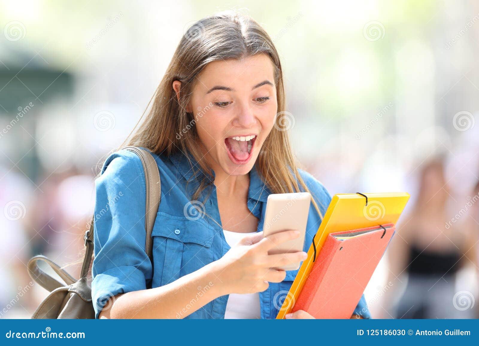 Bra online-nyheterna för upphetsat studenthäleri