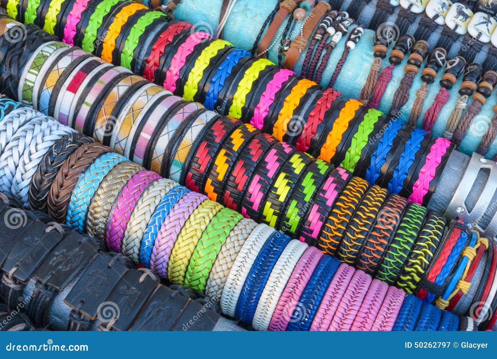 Favoloso Braccialetti Fatti A Mano Colourful Immagine Stock - Immagine  UE67