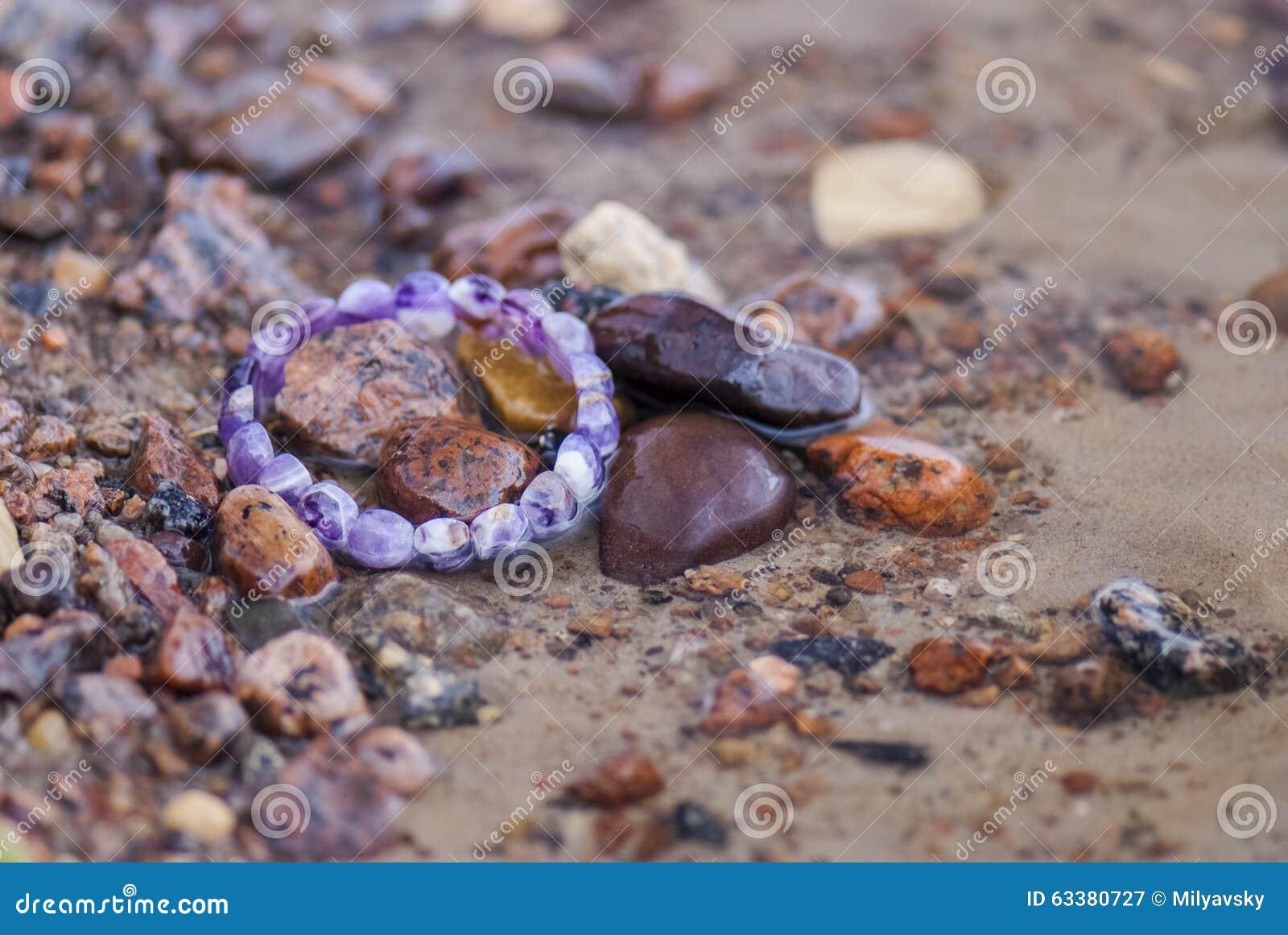 Braccialetto perso in acqua (linea costiera)