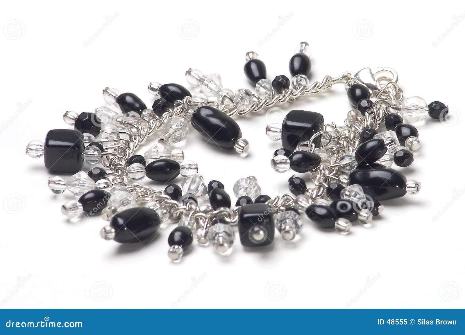 Bracelete com pedras pretas
