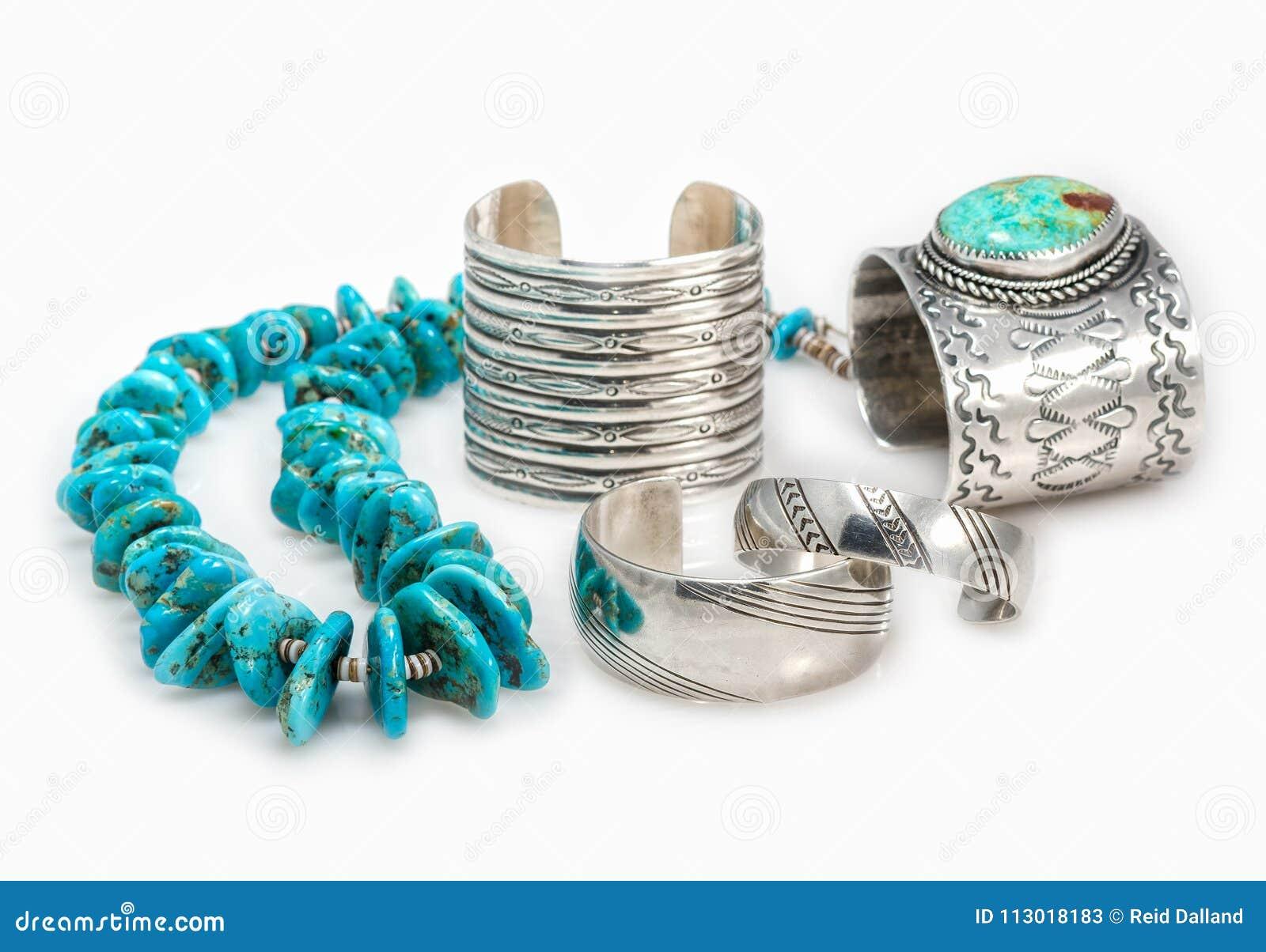 Braceletes do nativo americano e colar de turquesa